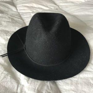 Accessories - Floppy brim hat